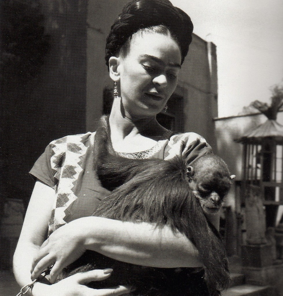 Frida and her monkey Fulang Chang 1943 Photo by Fritz Henle