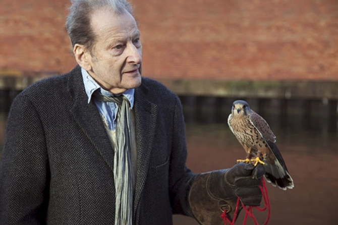 Lucian Freud with his kestrel ca. 2010