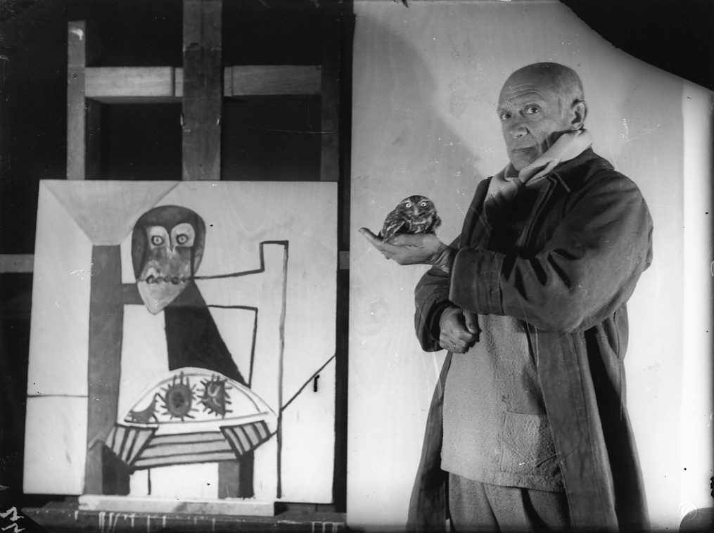 Picasso with an owl and his painting Owl on a chair and sea urchins
