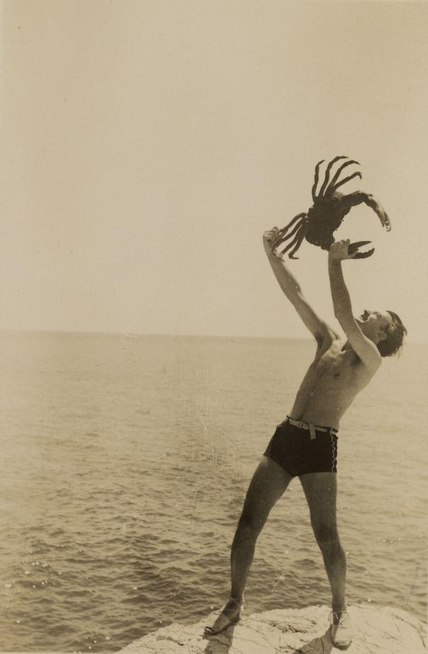 salvador-dali-with crabs 1929