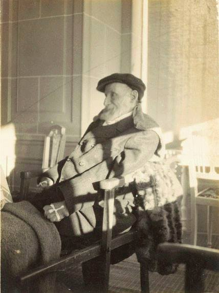 Auguste RENOIR, ca. 1916 - photo by Pierre BONNARD