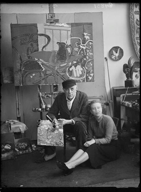 Georges Braque in his atelier - Paris before 1940 photo by Francois Vizzavona