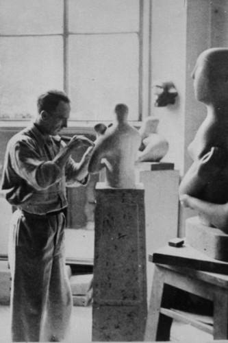 Henry Moore in his atelier - 1933