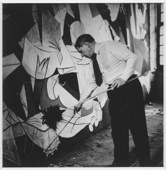 Picasso paints the Guernica in his atelier - des Grands-Augustins, 1937 - photo by Dora Maar_