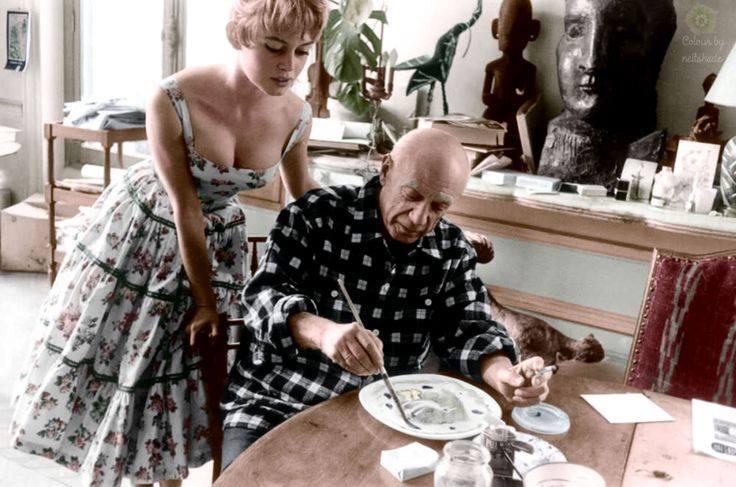 01 Brigitte Bardot visita a Pablo Picasso en su estudio -La Californie- en Cannes. 1956