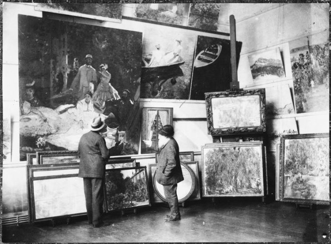 01. Monet his studio with the Duke of Treviso looking at the central part of the Luncheon on the Grass - 1920