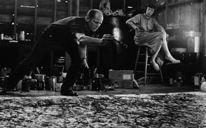 05. Jackson Pollock at work - behind his wife, artist Lee Krasner 1944