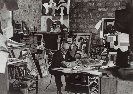 07. Le_Corbusier_in_his_studio_Paris_1961