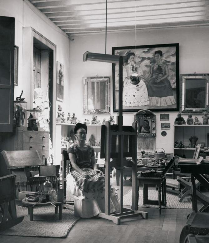 Frida in her studio 1943