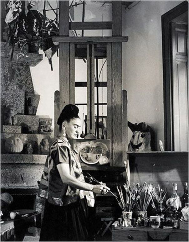 12 frida-kahlo-in-studio