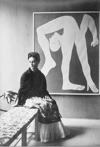 12 portrait of Frida Kahlo by Manuel Álvarez Bravo in front of Picasso-L-Acrobat