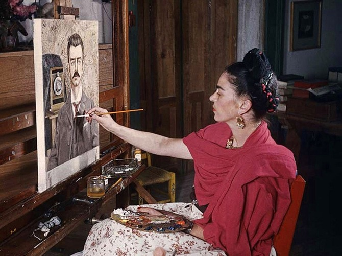 _Frida Kahlo painting her father_s portrait, 1951