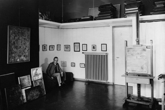 Lucia Moholy, Paul Klee in seinem Atelier im Meisterhaus, Dessau, 1927