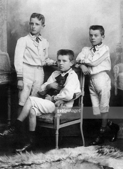 Raymond ,Rene et Paul Magritte vers 1910
