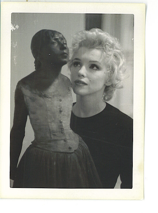 marilyn monroe with degas' sculpture