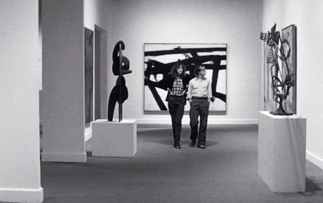 Woody Allen and Diane Kaeton at Whitney Museum NY in movie Manhatten 1979
