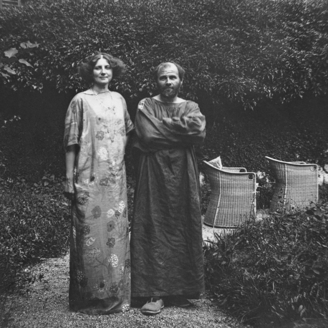 02.Gustav Klimt and Emilie Floege in garden of Villa Oleandro ca. 1908