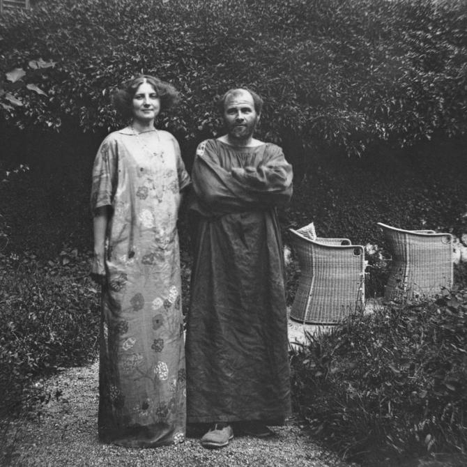 02.Gustav Klimt and Emilie Floege in garden of Villa Oleandro ca. 1908