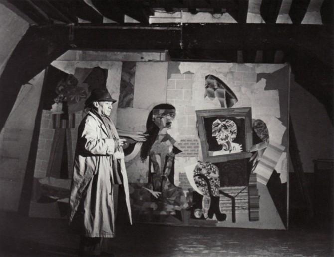 02 Pablo Picasso standing front of Les Femmes à Leur Toilette ca. 1939 Photo by Brassaï