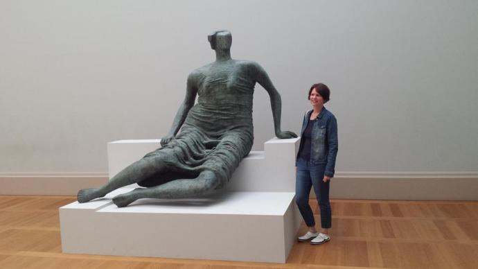 Henry Moore Draped Seated Figure 1957-1958 (bronze) Tate Britain London