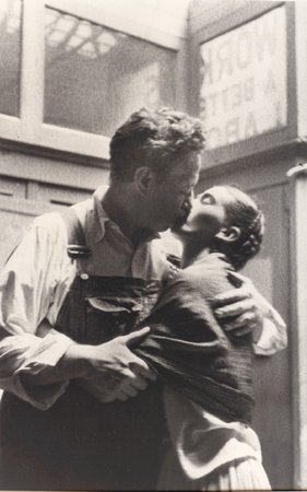 diego rivera frida kahlo caught kissing' new workers school, NYC 1933