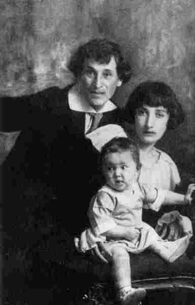 Marc Chagall with his wife Bella and daughter Ida, 1917
