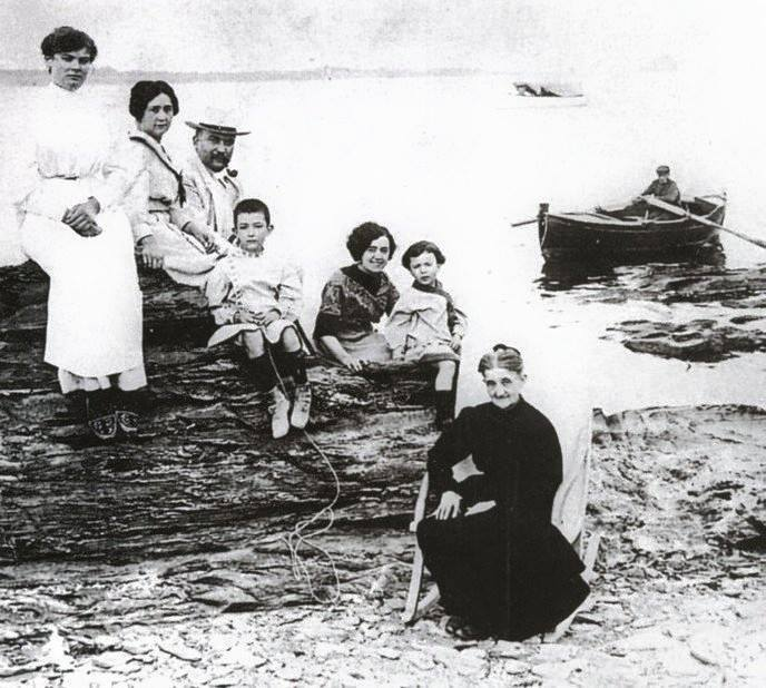 Salvador Dalí 6 years old with his parents, siblings, grandmother and aunt 1910