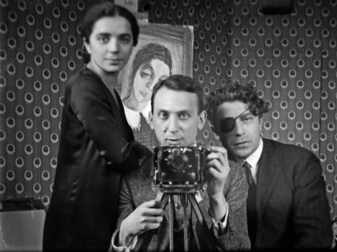 André Kertész Self-Portrait with friends, Hôtel des terrasses, Paris, 1926