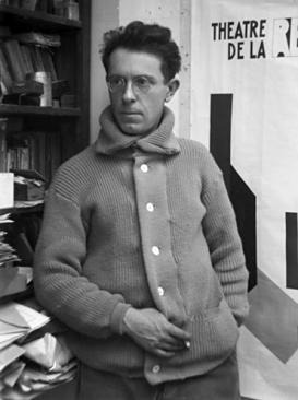 Joseph_Csaky,_1926,_photograph_André_Kertész,_exhibited_at_Galerie_Au_Sacre_du_printemps_in_Paris,_1927.