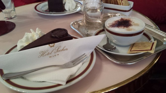 05-2016-majus-12_birthday-cake_sacher_wien