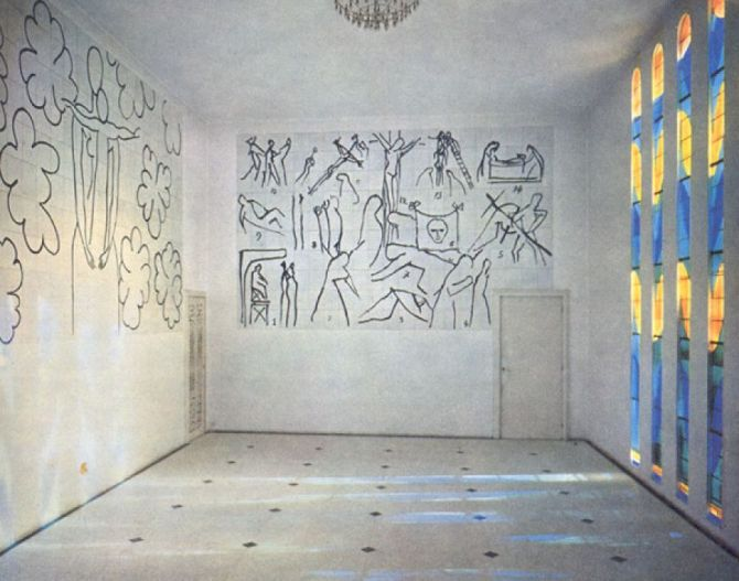 the-inside-of-the-chapelle-du-rosaire-in-vence-murals-by-henri-matisse