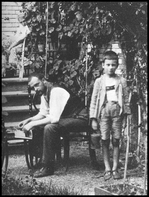 Paul Klee with his son Felix 1914