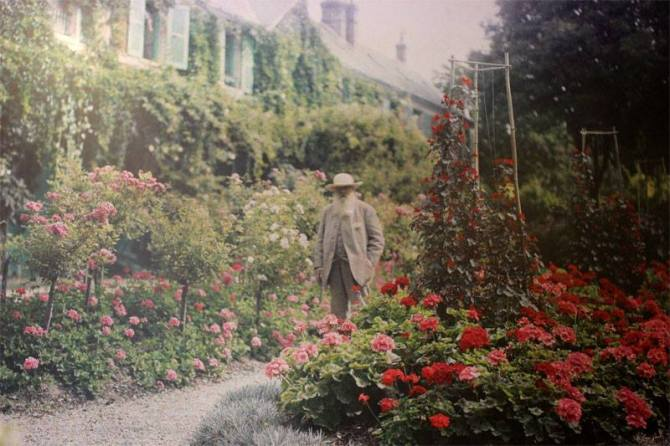 _12_Spring_Claude Monet in the garden of his house at Giverny, 1926